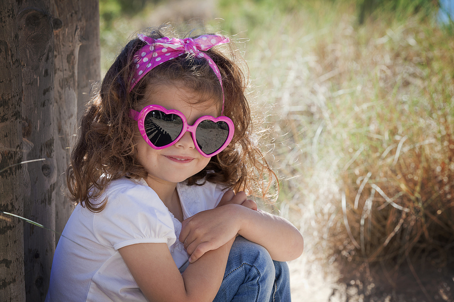 Summer kid child or little girl wearing sunglasses